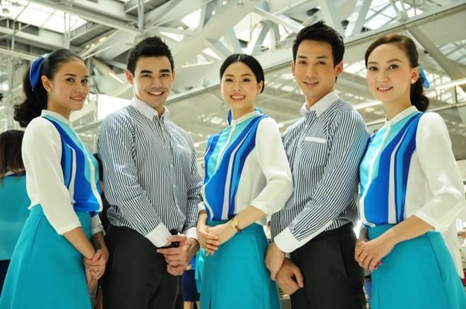 Những bộ đồng phục hàng không quyến rũ nhất hành tinh 2