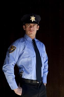 Bí mật đằng sau bộ đồng phục xanh dương của nhân viên bảo vệ