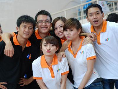 Hot Trend Màu Đồng Phục Công Ty Cho Nam