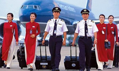 May áo đồng phục công ty cùng Sao Việt