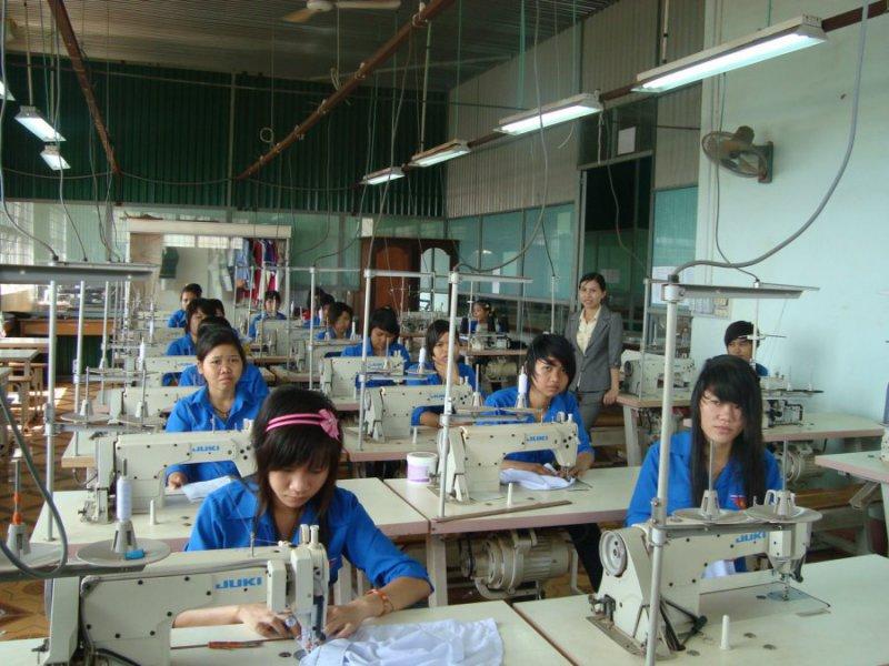Xưởng May Đồng Phục Sao Việt:Nhanh Nhưng Không Ẩu